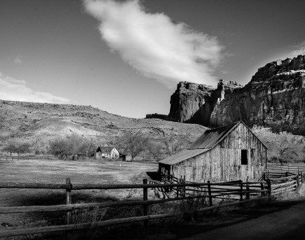 Barn-Capitol-Reef-National-Park,-UT